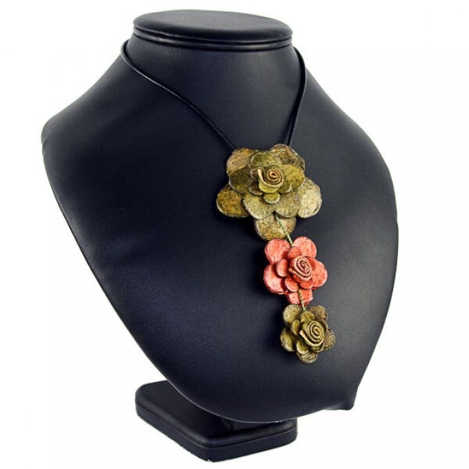 Collier bio fleur peau d'orange kaki marron